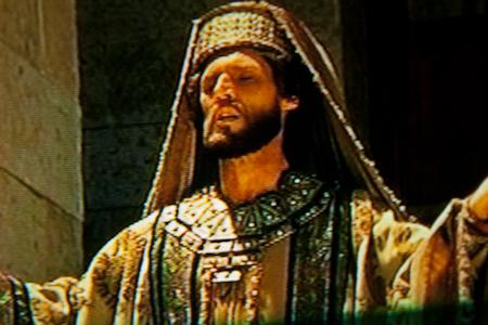 Solomon prays, dedicting Temple